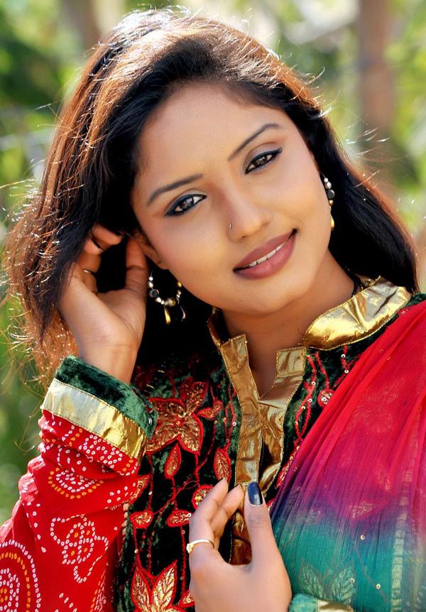 Hot Indian Actress Gallery: Actress Roja Komaravolu Latest Portfolio