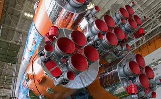 Foto: Roket Ekspedisi 38 Berlukisan Batik Meluncur ke ISS