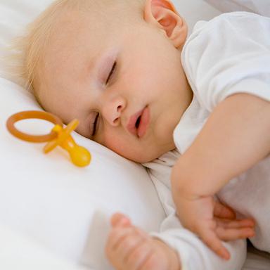 B b mignon comment g rer les heure du coucher de votre b b - A quelle heure coucher enfant 3 ans ...