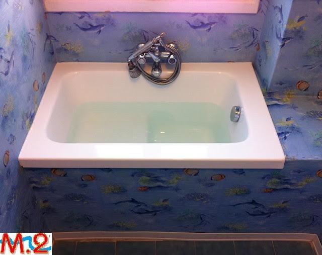 infine installazione della nuova vasca da bagno in vetroresina con seduta risultato perfetto