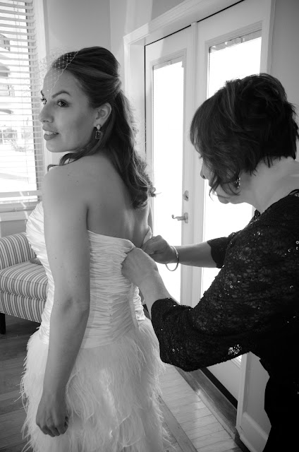 Photography of bride getting ready for her beach wedding