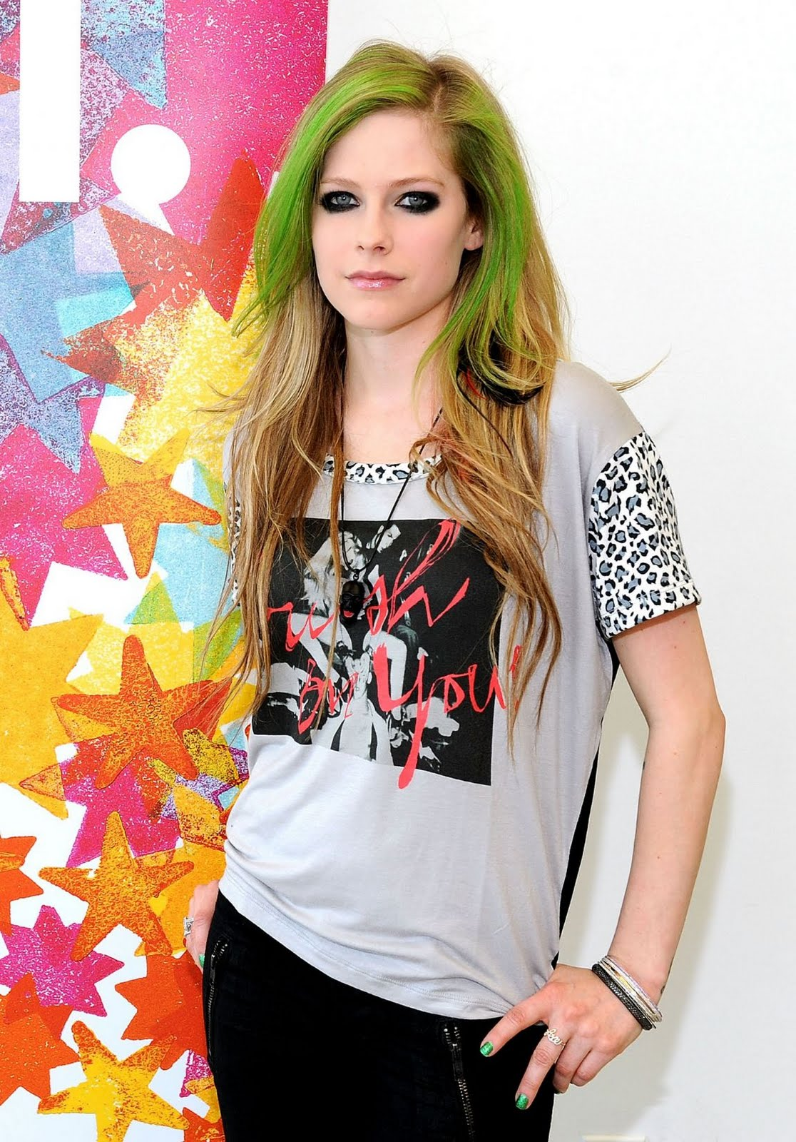 http://2.bp.blogspot.com/-614f-wfmg1U/Te7qiXcOpWI/AAAAAAAAKns/_7sSDmUMma4/s1600/avril-lavigne-aol-music%25E2%2580%2599s-sessions-photo-shoot-2011+%25284%2529.jpg