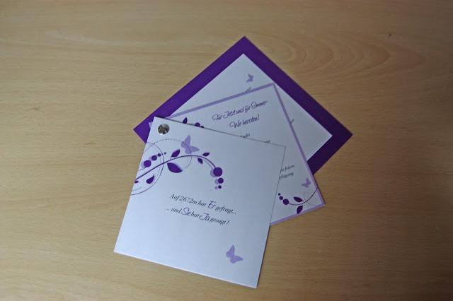 Hochzeitseinladungen mit lila Schmetterlingen
