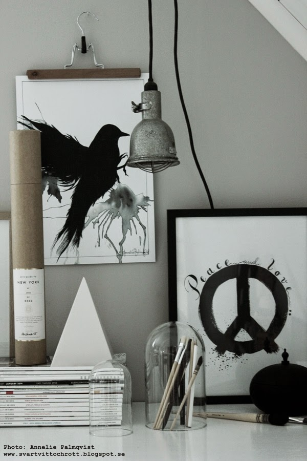 posters, svartvita tavlor, tavla, tavlan, tavlorna, på vägg, väggen, svart och vitt svartvita, konsttryck, peace, tavelvägg, inredningstips, inspiration, inredning, inredningsblogg, grått, gråa, svart fågel,