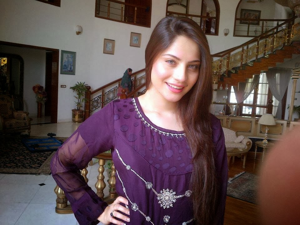 Neelum+Munir+Beautiful+Latest+Pictures+2013001