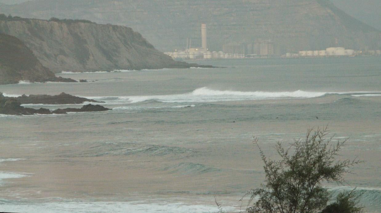 surfistas en sopela 01