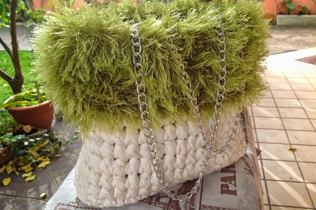 Borsa cotone bianco con bordo effetto pelliccia