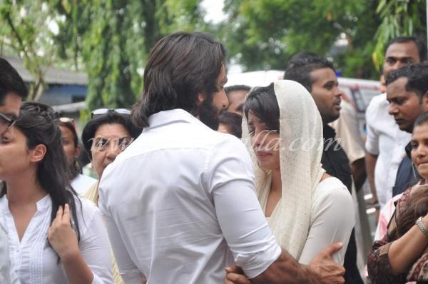 Priyanka chopra father funeral kareena