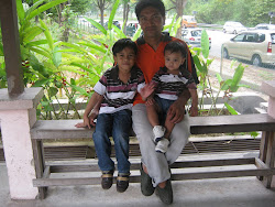 suami bersama anak2 lelaki kami