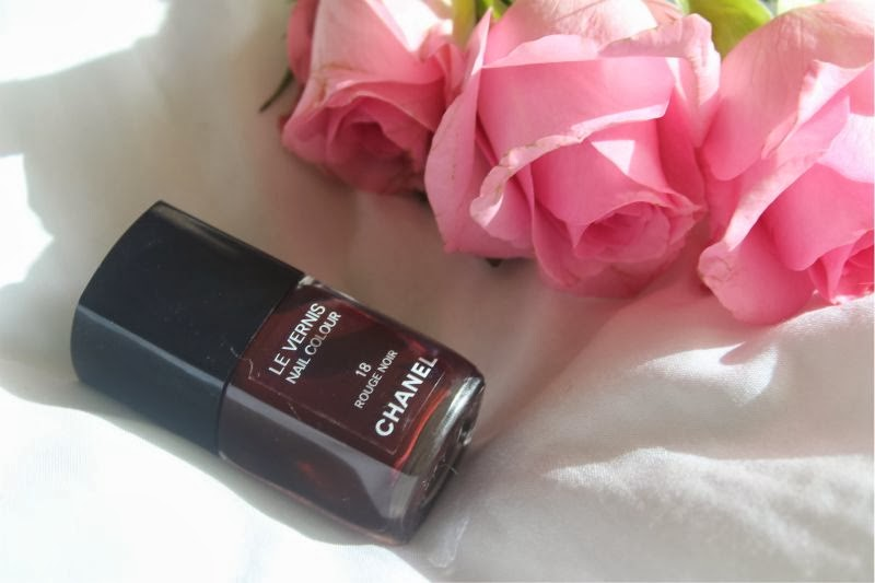 Chanel Le Vernis Nail Colour in Rouge Noir