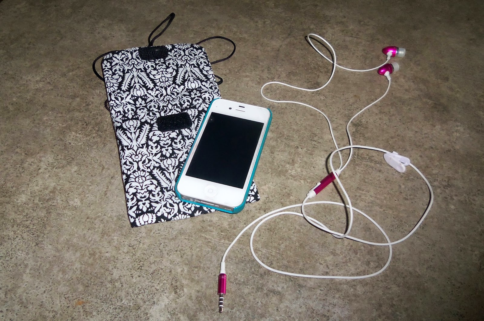 Quiltsmart Cell Phone Bag with Headphones