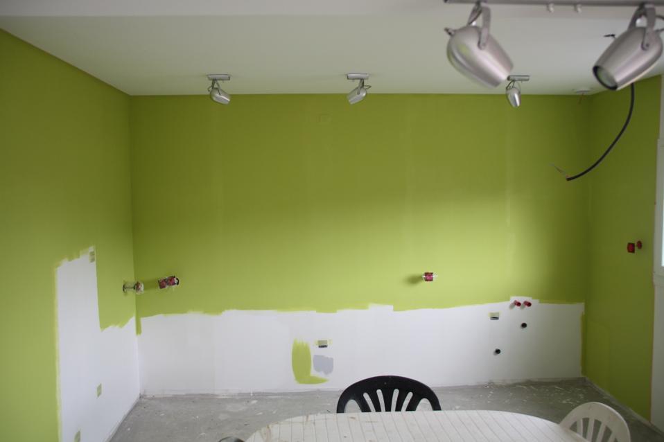 Autoconstruction de notre maison un peu de couleurs for Peindre toilettes deux couleurs