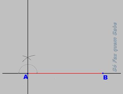 Traçando uma perpendicular ao primeiro lado do quadrado pelo vértice A.