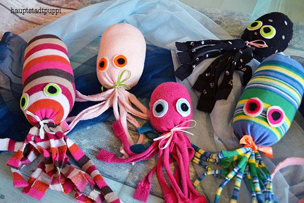 bunte Kraken aus Socken - kostenlose Anleitung von Hauptstadtpuppi #SOSreef
