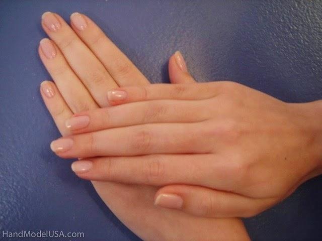 Ashly Covington modelo de manos