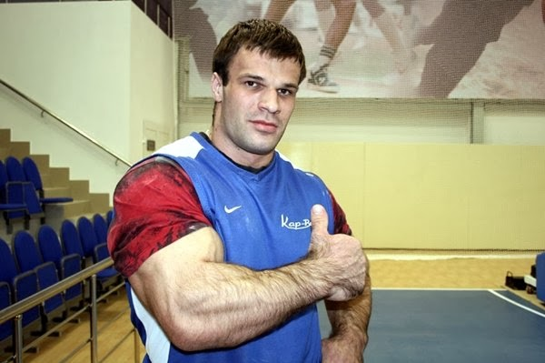The Hulk — Arm wrestler Denis Cyplenkov