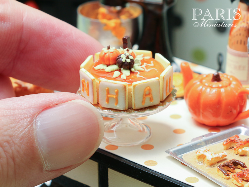 Miniature Halloween cake