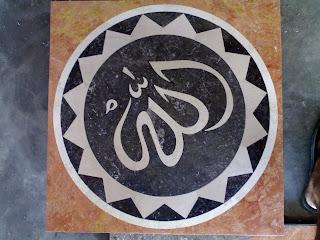 Kaligrafi Mozaik Full Marmer Allah