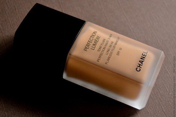 chanel perfection lumiere long-wear flawless fluide makeup spf 10 teint haute tenue beige ambre ba54 reviews swatches ingredients foundation oily skin matte effect