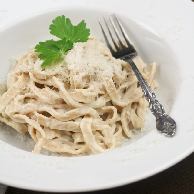 Laila's Cooking Corner: Alfredo sauce from scratch !