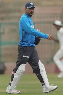 MS-Dhoni-at-Chinnaswamy-stadium-in-a-training-camp-ahead-of-the-test-series-against-Australia