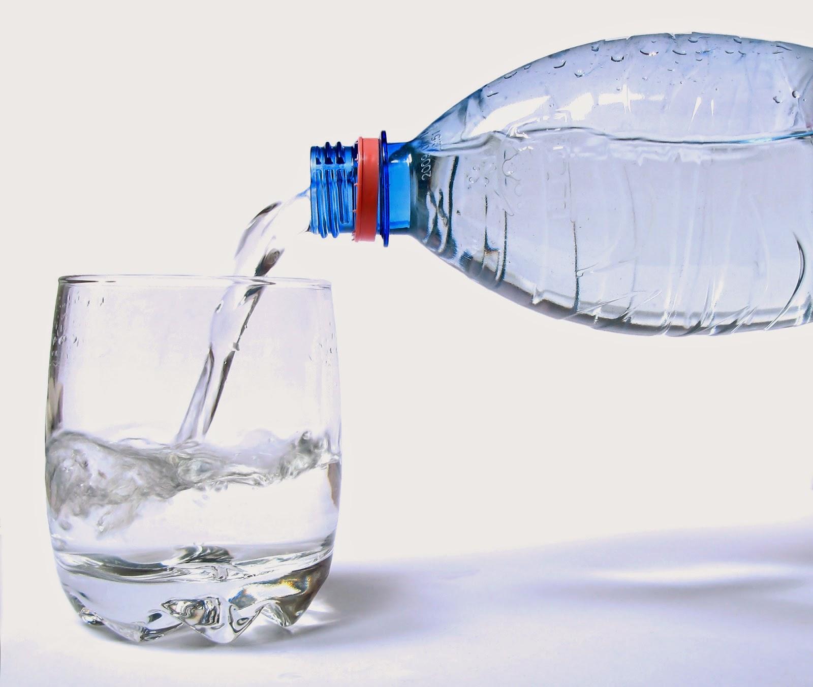 Ayakta su içmek zararlı mı