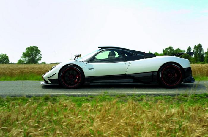 The Car World Pagani Zonda Cinque Roadster