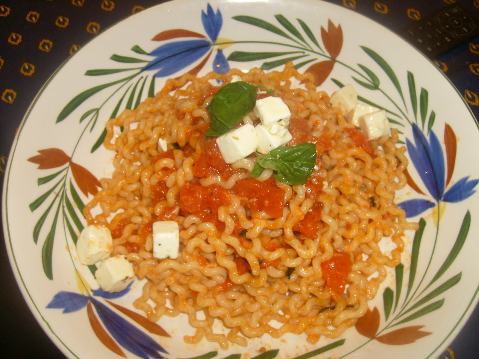 ... : Summer coming on/ Fusilli with Fresh Tomato Sauce and Herbed Feta