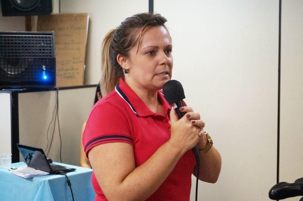 A diretora do Departamento de Educação da SME, Carla Rabello, na abertura do evento