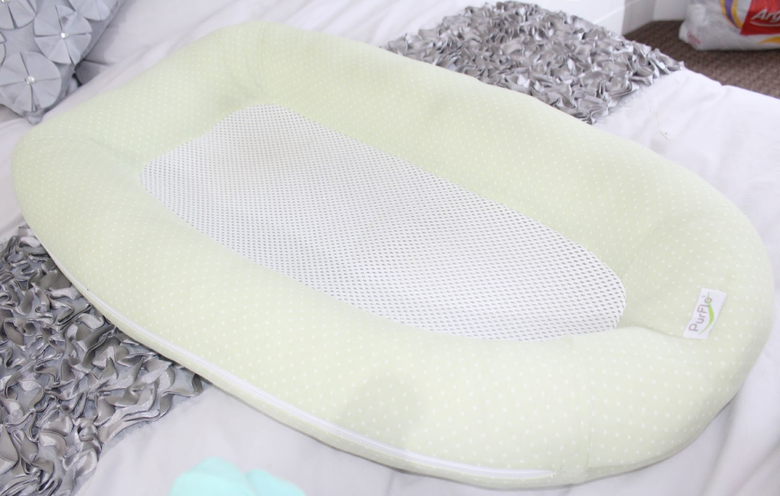 Baby bed for reflux - As Well As Being The Perfect Sleep Solution For Naptimes On The Go An Ideal Crib Or Cot Insert Or A Great Little Changing Station You Can Also Use The Nest