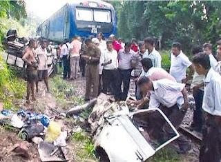 Lorry PodiMenike Express Train Collision photo