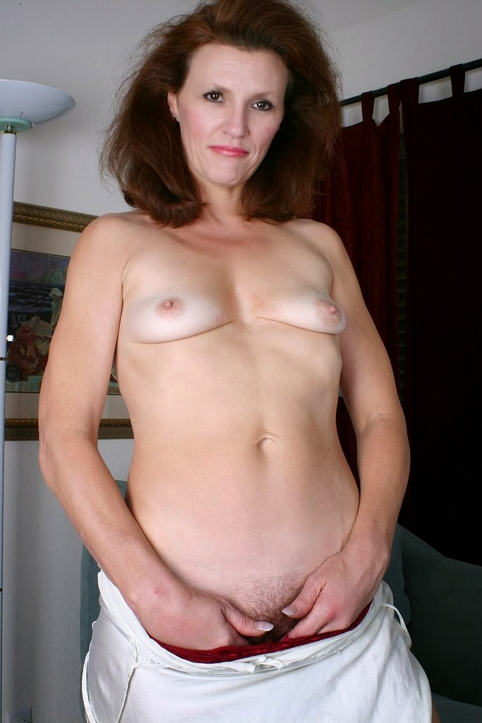 flatchested Milf naked