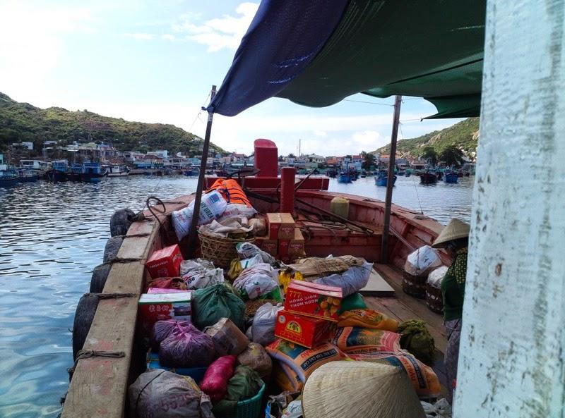 Tàu chợ đi đảo Bình Ba