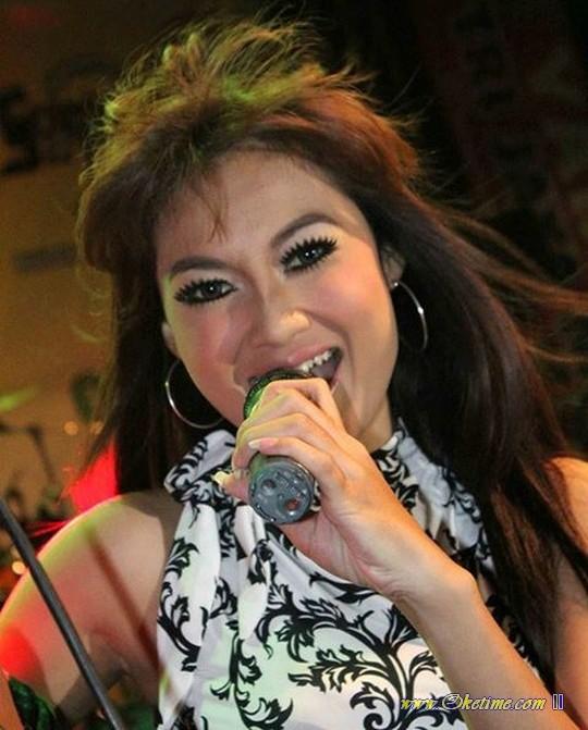 http://www.oketime.com/2015/08/foto-nella-kharisma-penyanyi-cantik.html