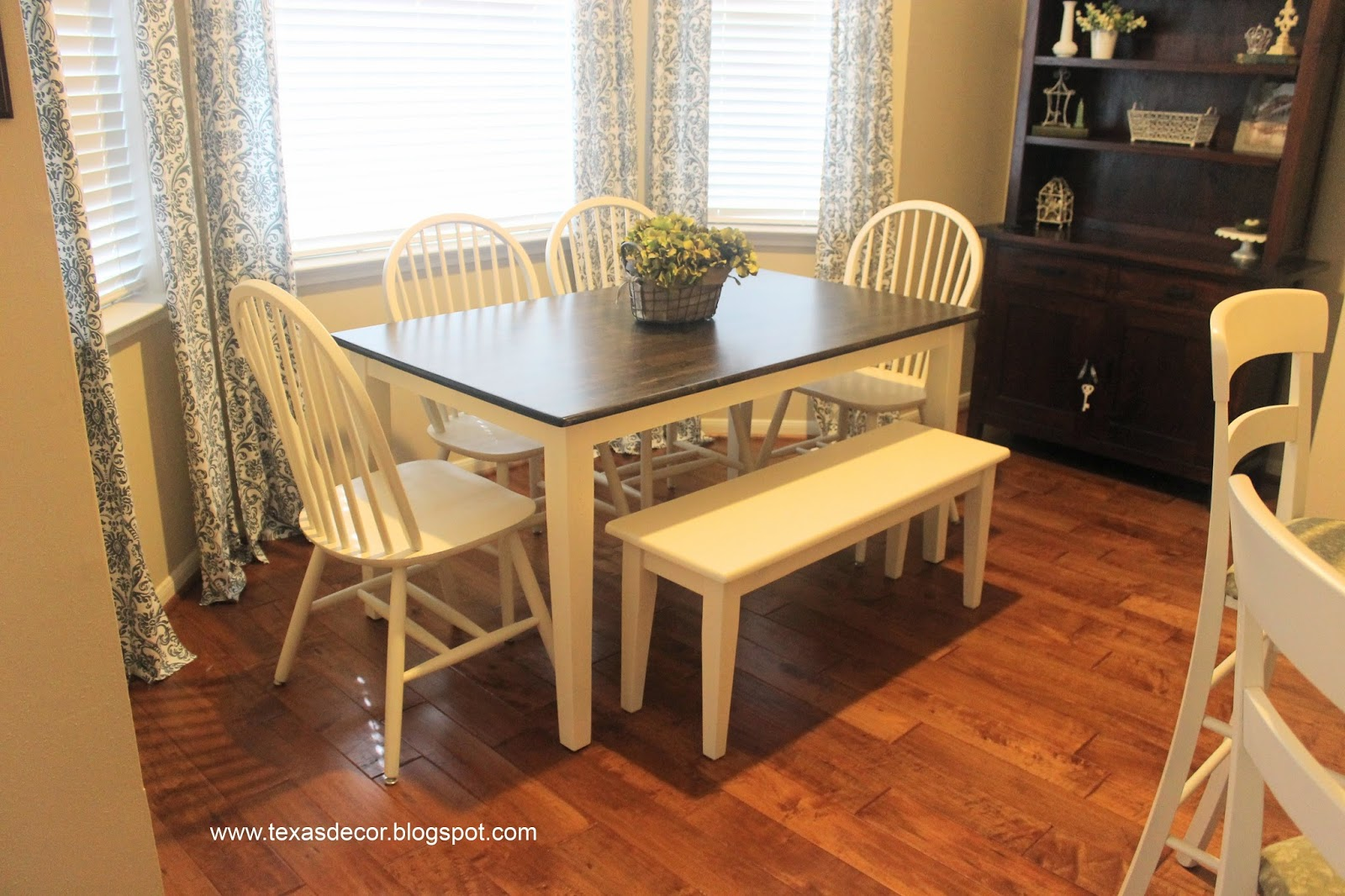 Texas decor painted and stained kitchen table a tutorial for Kitchen table top