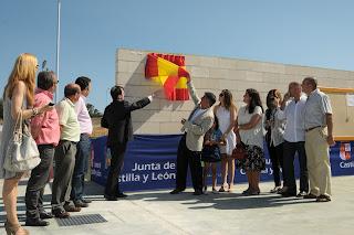Autoridades municipales inaugurando las pistas de tenis de la Cerrallana