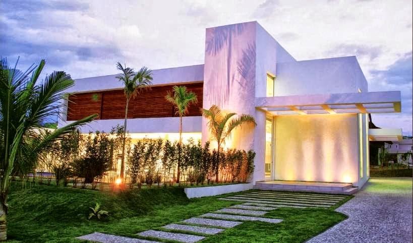 Fachada de casas modernas com jardim iluminado