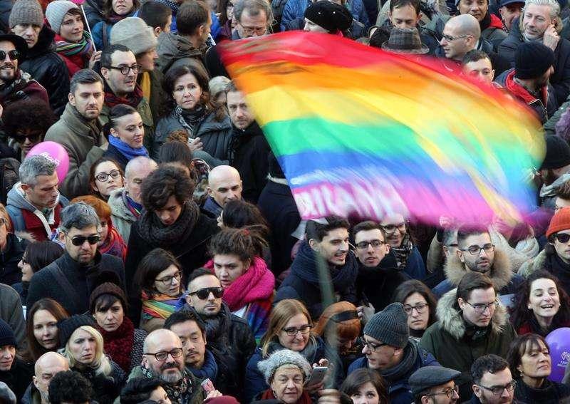 Pressionando o Senado, Italianos vão às ruas pedir lei por casamento igualitário