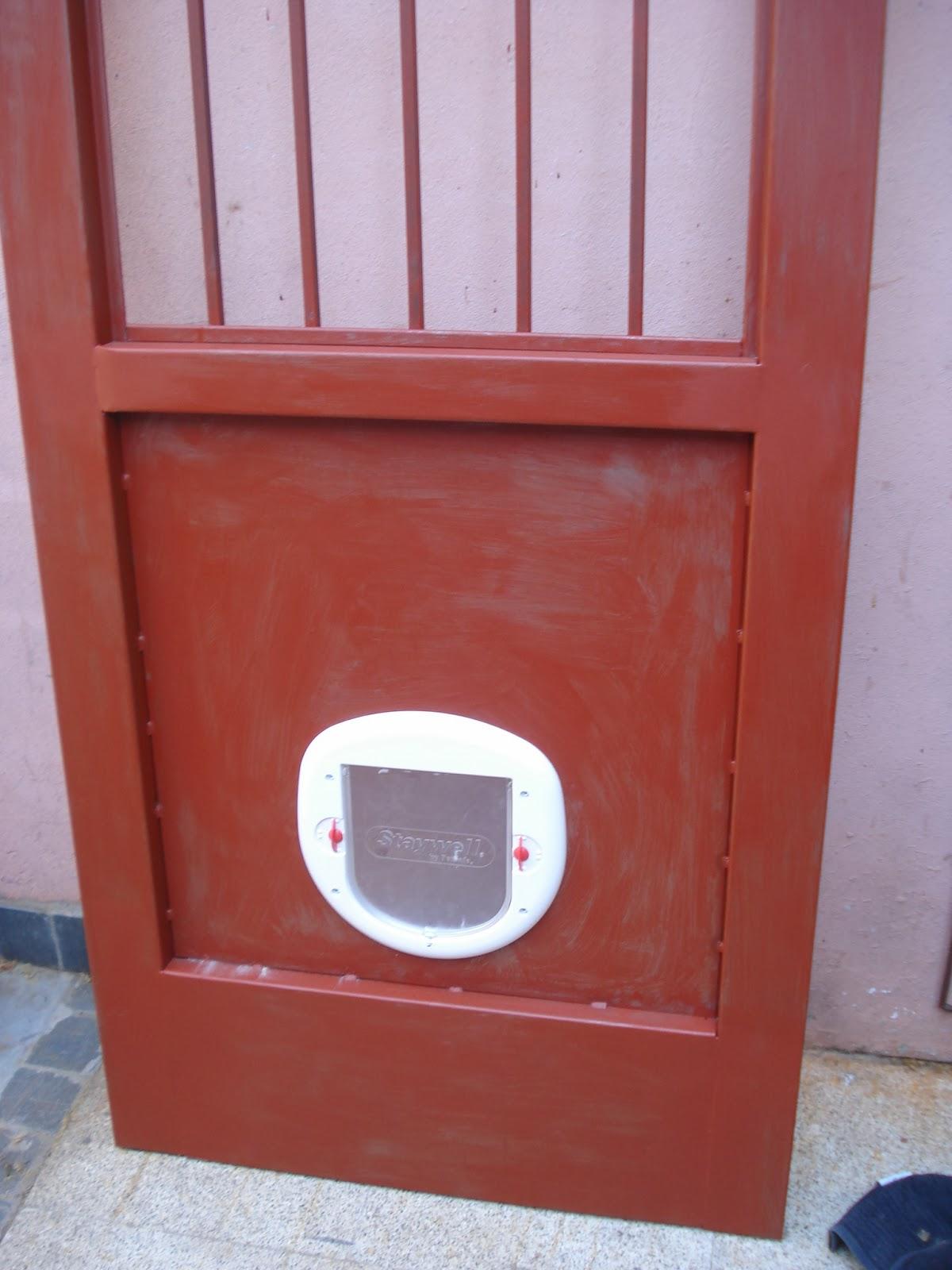 Herreria de obra lo de olea puerta para patio con acceso for Puertas perros medianos