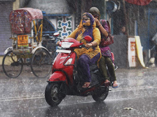 driving 2 wheelers in the rain