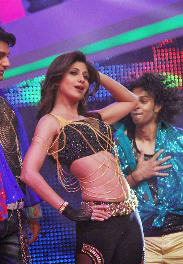 Shilpa Shetty hot belly visible pics in her tight legins on sets of nach baliye
