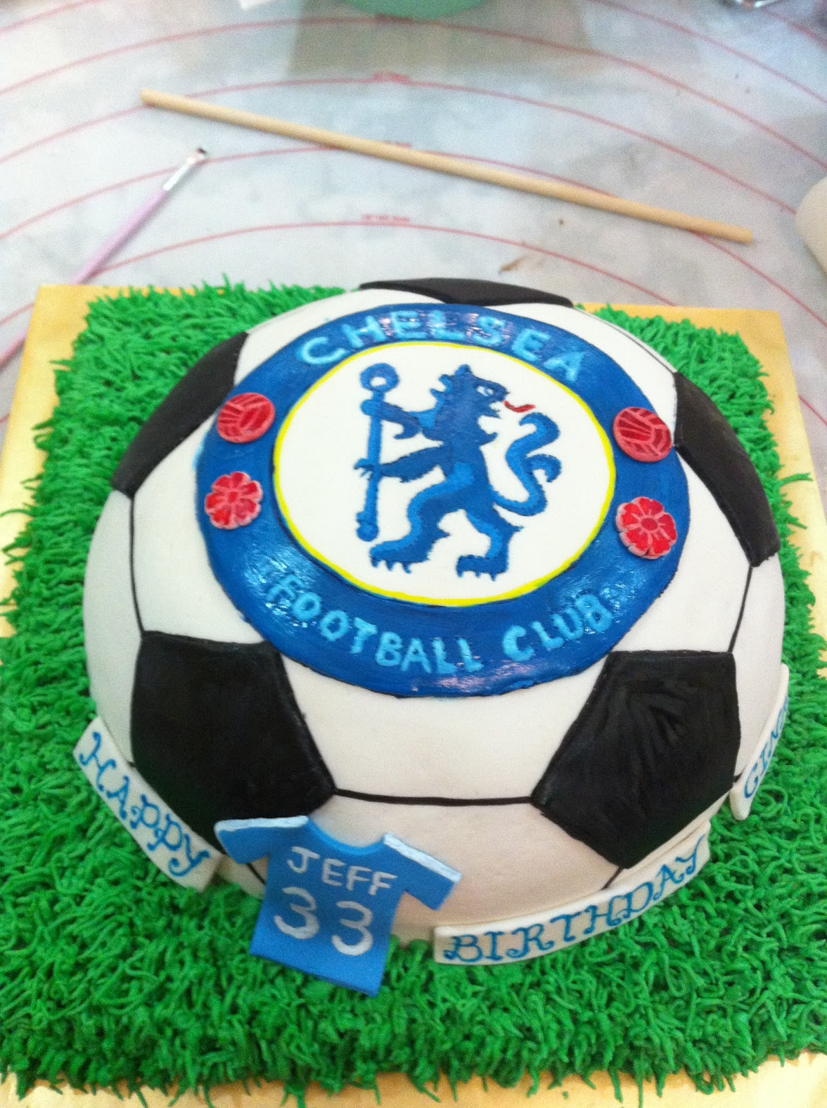 Football Cake Decorating Ideas How To Make : Home May de Cakes: The making of : Chelsea Soccer cake