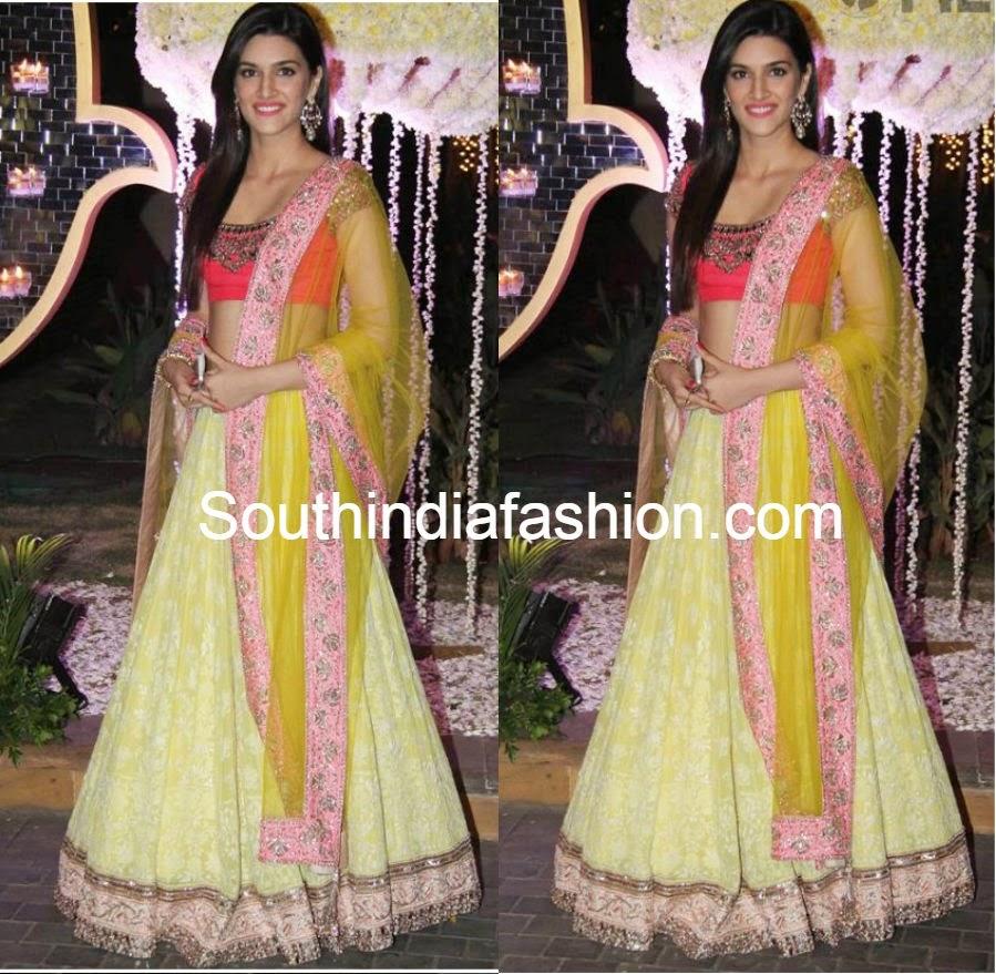 kriti sanon in lehenga at riddhi malhotra wedding reception