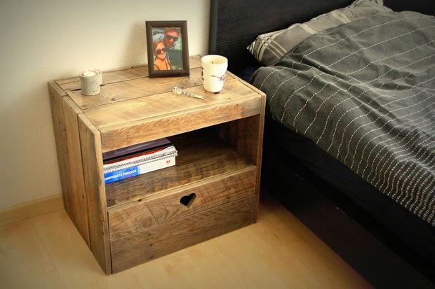 Tempat Solusi Anda: membuat meja tidur dari kayu palet bekas