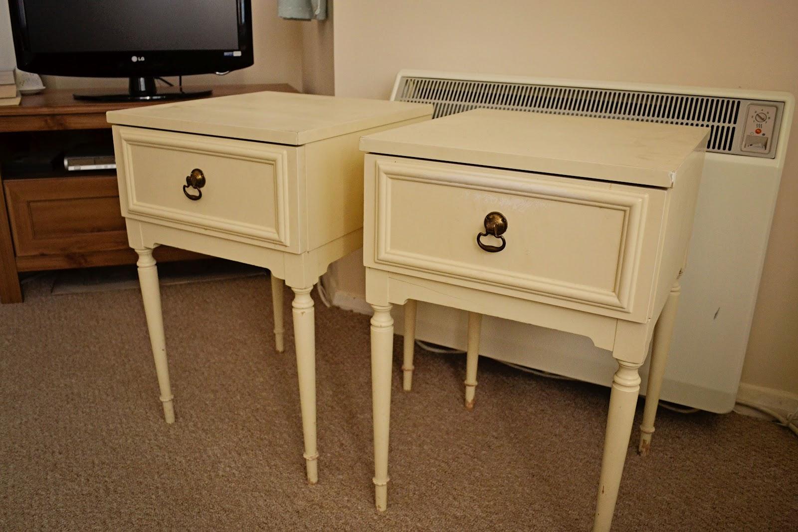 Sew Graceful: Bedside table makeover...