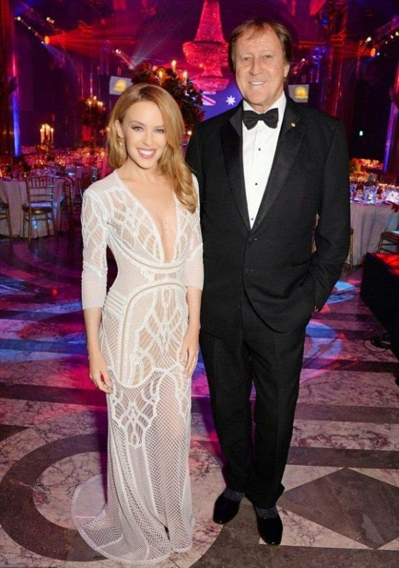 If it was actually fitted to her fabulous figure, we would have been in love.  And to think, that's the only cogitation to got in the way as Kylie Minogue was nothing but serene to the Gala Dinner of Australian Day at London on Saturday, January 24, 2015.