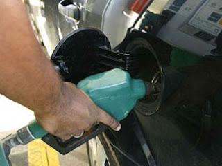 http://2.bp.blogspot.com/-67uSkcq1gPA/TbCT387T18I/AAAAAAAAAm4/-qzU21VppFM/s320/abastecimento+combust%25C3%25ADvel+02.jpg