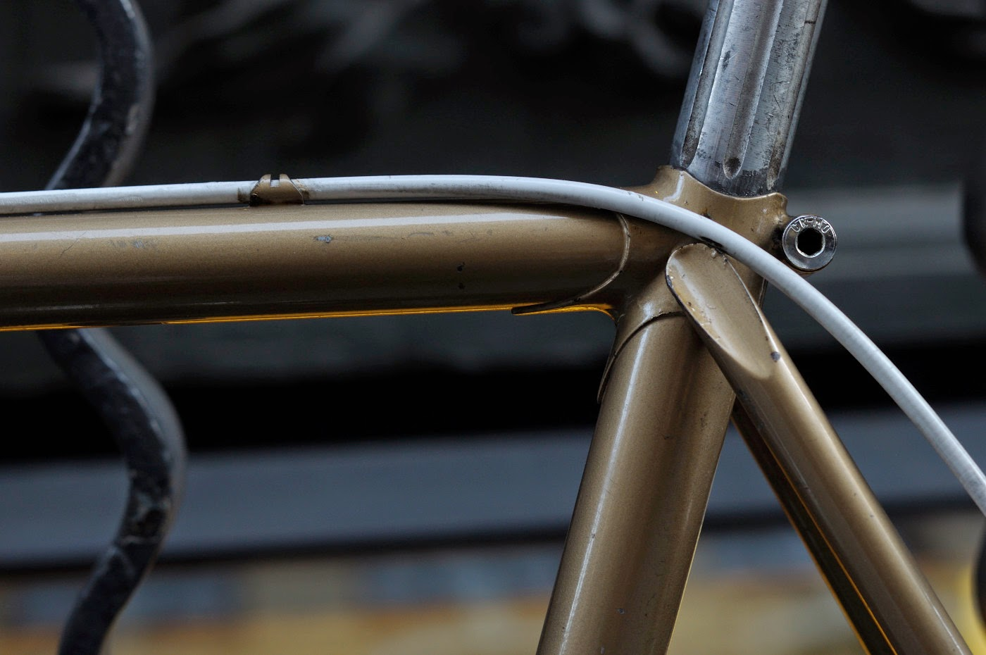 Bespoke, vintage, custom, Tim Macauley, The Biketorialist, The Light Monkey Collective, Melbourne, flinders lane, bicycle, road bike, Apollo, bike, setup, shimano, 600, groupset, lugging, lugs, seat tube,