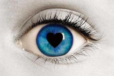 الحب من أول نظرة.. حقيقة أم أسطورة عيون عين قلب زرقاء بداخلها ,eyes blue heart inside love at first sight