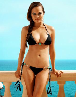 Sports Illustrated's Swimsuit models Chrissy Teigen show hot sexy body in Beach Bunny sexy bikini